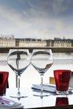 面对红葡萄酒城市 库存照片