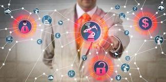 面对网络抢劫攻击的经理通过IoT 免版税库存照片