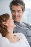 面对面的夫妇 免版税图库摄影