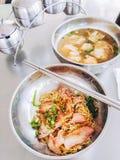 面条猪肉和饺子水 免版税库存图片