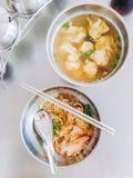 面条猪肉和饺子水 免版税库存照片
