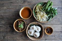 面条猪肉辣米的调味汁 免版税库存照片