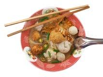 面条,泰国面条,泰国面条肉 泰国面条变薄线 免版税库存照片