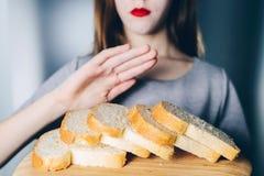 面筋不宽容和饮食概念 女孩拒绝吃w 库存照片