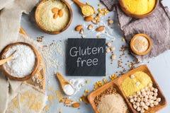 面筋免费杏仁、玉米、米、荞麦和鸡豆面粉 免版税库存照片