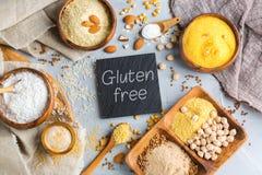 面筋免费杏仁、玉米、米、荞麦和鸡豆面粉 库存图片