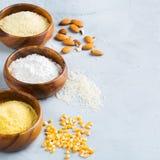 面筋免费杏仁、玉米、米、荞麦和鸡豆面粉 库存照片