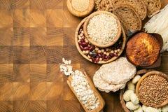 面筋自由饮食概念-五谷和碳水化合物的选择人的有面筋不宽容的 免版税库存照片