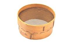 面粉的老木筛子 库存图片