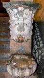 面貌古怪的人喷泉大教堂外在帕尔马,西班牙 免版税图库摄影