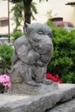 面貌古怪的人庭院雕象 库存照片