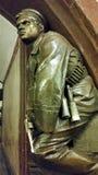 革命水手雕塑有一把左轮手枪的在驻地 免版税库存图片