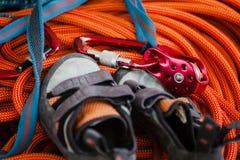 鞋子和设备上升的 免版税库存照片