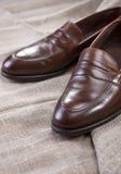 鞋子概念和想法 时髦的现代布朗皮鞋特写镜头  免版税库存图片