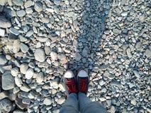 鞋子石头 免版税库存照片
