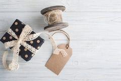 鞋带、礼物和标记 免版税库存图片