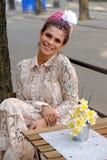 鞋带礼服画象的年轻可爱的新娘 免版税图库摄影