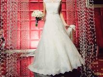 鞋带礼服的新娘 免版税库存照片