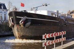鞠躬在河的一艘驳船在博斯科普 库存照片