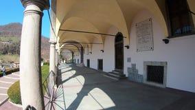 韦尔托瓦,贝加莫,意大利 圣徒玛丽亚阿孙塔大教堂的拱廊 影视素材