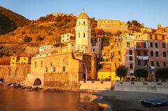韦尔纳扎在日落的五乡地,意大利 免版税图库摄影
