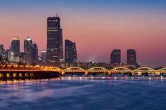 韩国、汉城市在晚上和汉江,韩国 免版税图库摄影