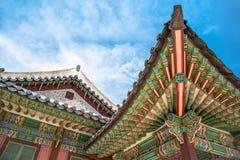 韩国传统屋顶建筑学细节在昌德宫宫殿 免版税库存照片
