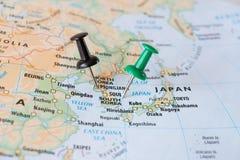 韩国和北朝鲜映射与别针世界热点概念 免版税库存图片
