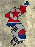韩国和北朝鲜的旗子墙壁背景的 库存照片