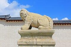 韩国汉城景福宫宫殿Haechi雕象 免版税库存照片
