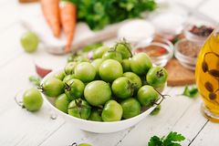 韩国沙拉的成份从绿色蕃茄 免版税图库摄影