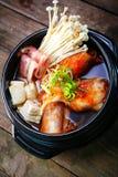 韩国泡菜炖煮的食物用牛肉和enokitake 免版税库存照片