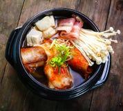 韩国泡菜炖煮的食物用牛肉和enokitake 库存照片