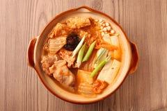 韩国泡菜热的罐 库存图片