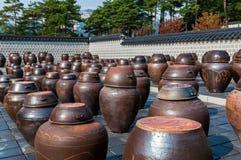 韩国泡菜瓶子 免版税库存照片