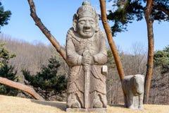 韩国皇家坟茔的石民用官员 库存照片