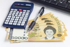 韩国赢取了货币按50 000被赢取的价值,保存金钱概念 库存照片