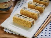 韩国食物黑色芝麻powderedÂ大豆糯米糕 库存图片