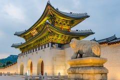 韩国,景福宫宫殿在晚上在汉城,韩国 免版税图库摄影