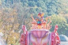 韩国- 10月31 :五颜六色的服装的舞蹈家参与 库存照片