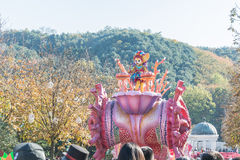 韩国- 10月31 :五颜六色的服装的舞蹈家参与 免版税图库摄影