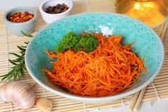 韩文红萝卜沙拉 库存图片