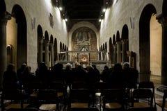 音乐会人群在Basiilica圣玛丽亚在Cosmedin教会,罗马意大利里 库存照片