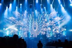 音乐会人群迷居住 阶段的艺术家 免版税库存照片