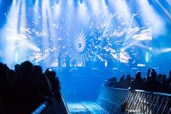 音乐会人群迷居住 阶段的艺术家 免版税图库摄影