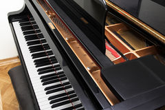音乐会开放钢琴 免版税库存图片