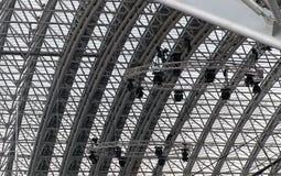 音乐会点燃现代塑料屋顶钢 库存图片