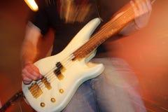 音乐会的吉他弹奏者 库存照片