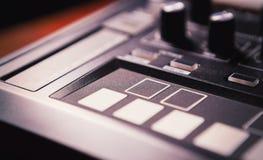 音乐作曲家的专业敲打机器设备 免版税库存图片