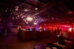 音乐党的人们在俱乐部Arma音乐厅 库存图片